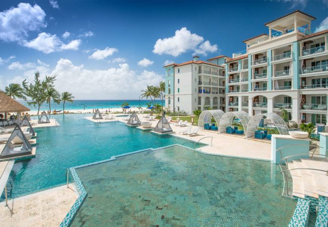 a look at the pool to the beach at sandals royal barbados