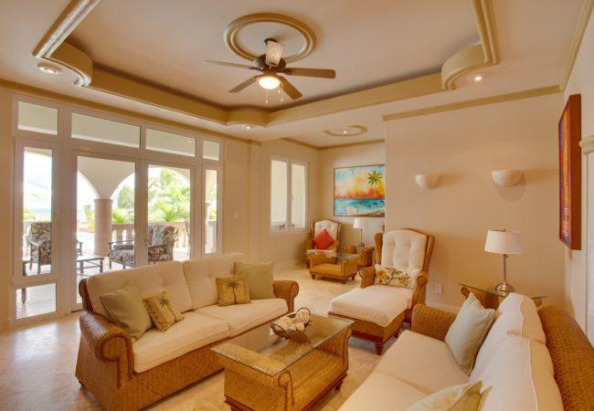 Villa Paraiso living