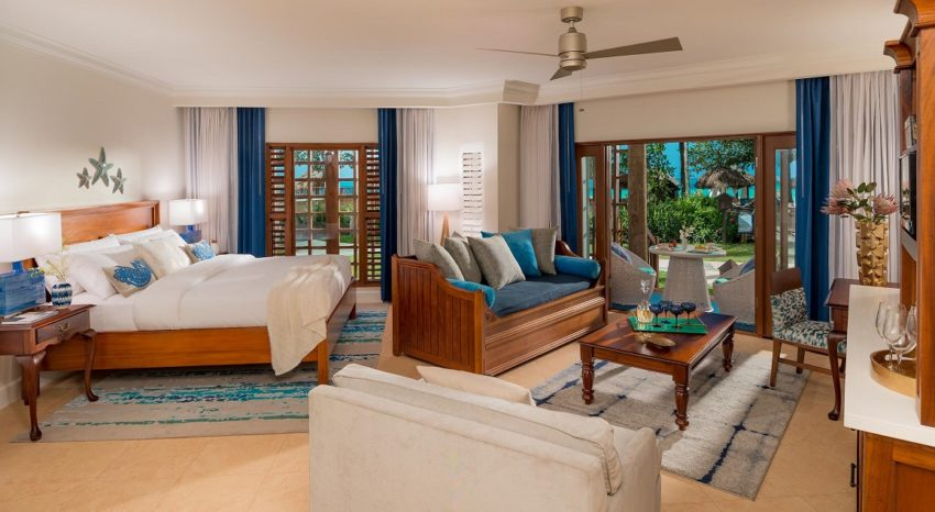 Tropical Beachfront Three-Bedroom Walkout Grand Butler Family Suite